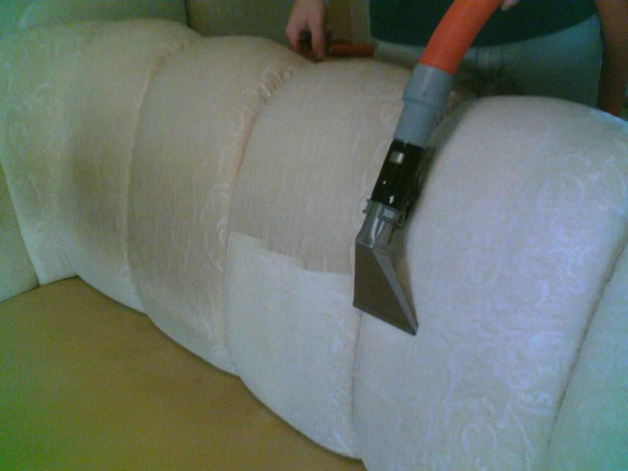Как почистить мебель в домашних условиях без  1